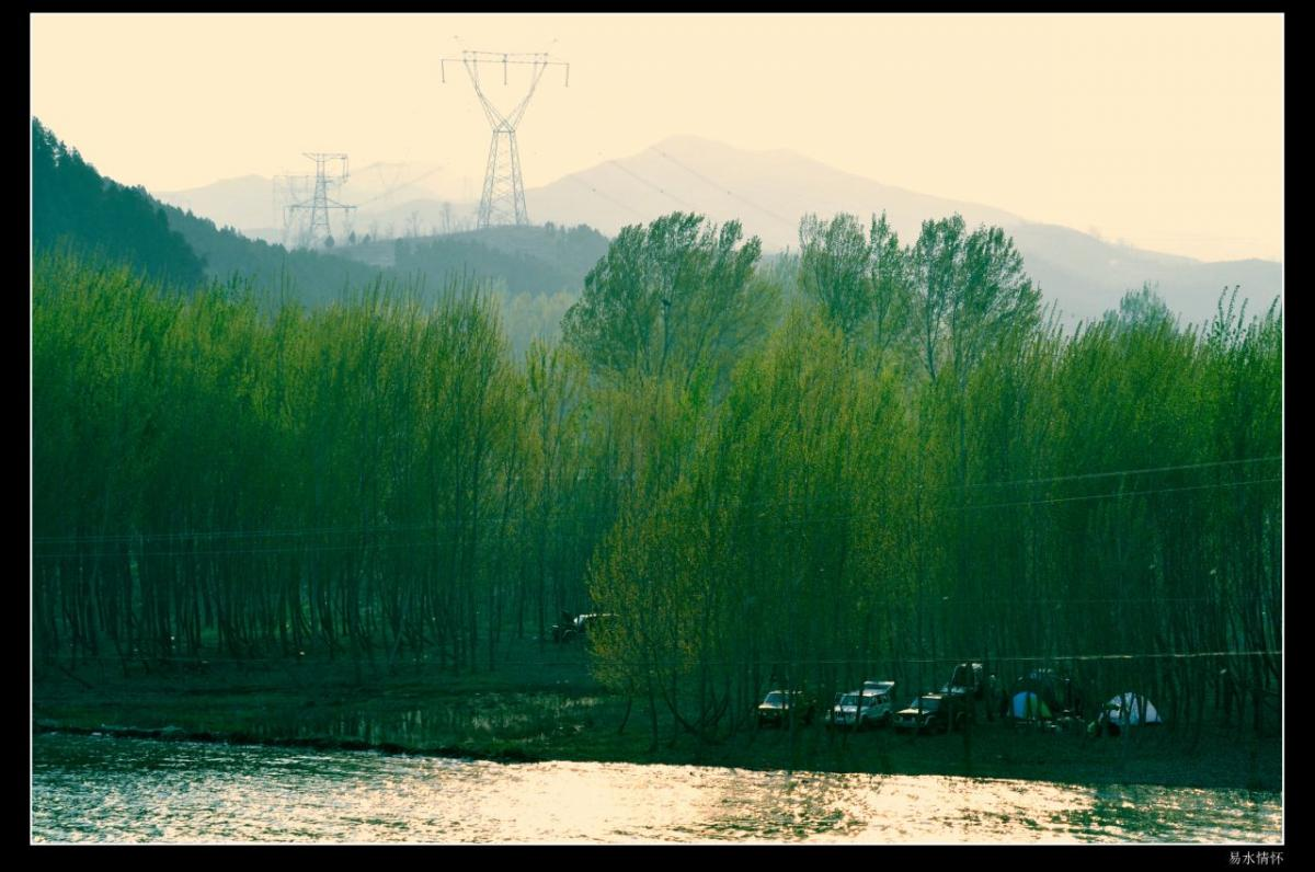 最高山峰摩天岭位于蔡家峪乡与涞水县交界处,海拔1813.